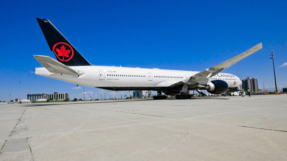 Air Canada Boeing 777-300 ER